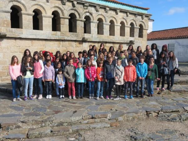 Avec les enfants du Choeur de Bragance
