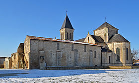280px-nieul-sur-lautise_-_abbey_1